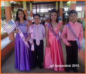 Children in UN costumes